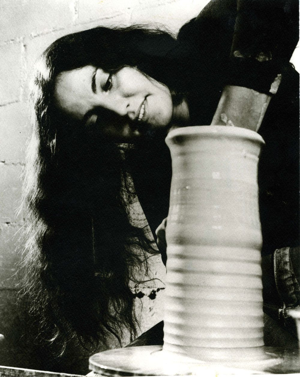 Ree Kaneko working in her studio in 1971. Photo courtesy Ree Kaneko.
